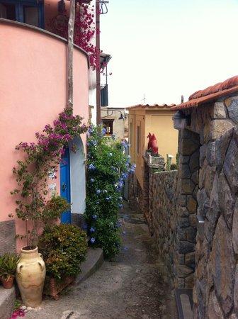 Casale Villarena: path to the beach