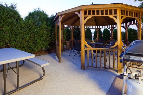 Candlewood Suites Appleton: Guest Patio
