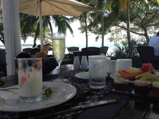 Sofitel Fiji Resort & Spa: sparkling wine multi course breakfast