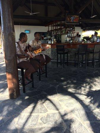 Sofitel Fiji Resort & Spa: music at the bar