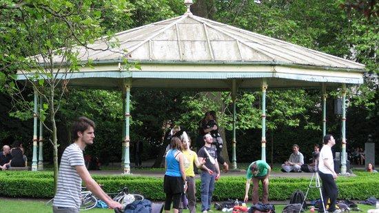 Parque St Stephen's Green: Ballroom dancing in pavillion