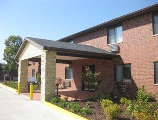 Baymont Inn & Suites Dubuque: Welcome To Baymont Inn and Suites Dubuque, IA