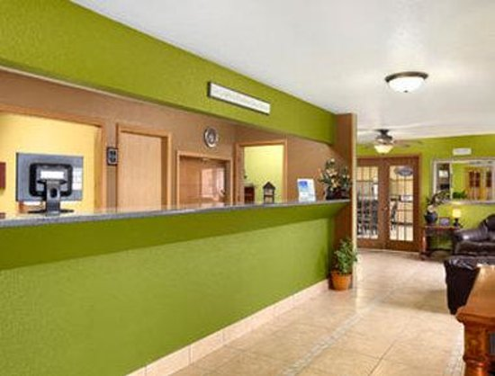 Baymont Inn & Suites Dubuque: Lobby