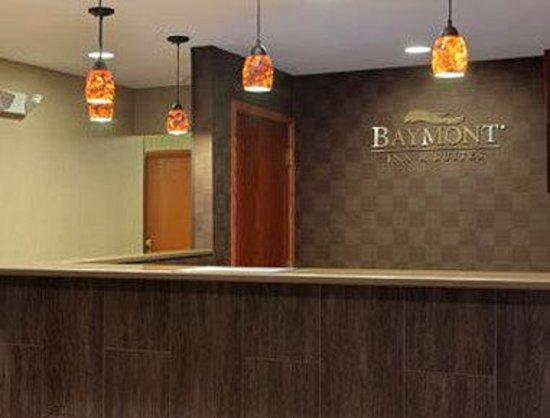 Baymont Inn & Suites Eau Claire WI: Front Desk