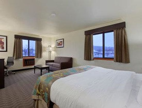Baymont Inn & Suites Eau Claire WI: Check Out One Of Our Many Suite Rooms