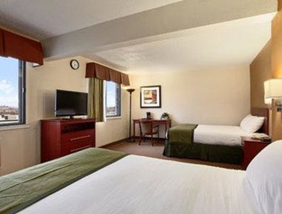 Baymont Inn & Suites Dubuque: 2 Queen Bedroom