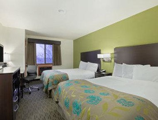 Baymont Inn & Suites Eau Claire WI : Standard Two Queen Bed Room