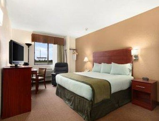 Baymont Inn & Suites Dubuque: 1 King Standard Room