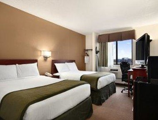 Baymont Inn & Suites Dubuque: 2 Queen Bed Room