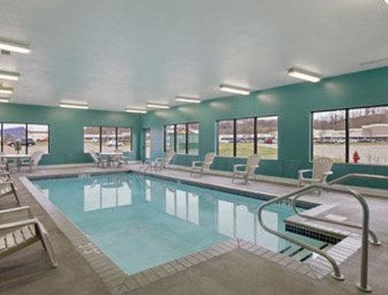 Baymont Inn & Suites Eau Claire WI: Indoor Heated Pool
