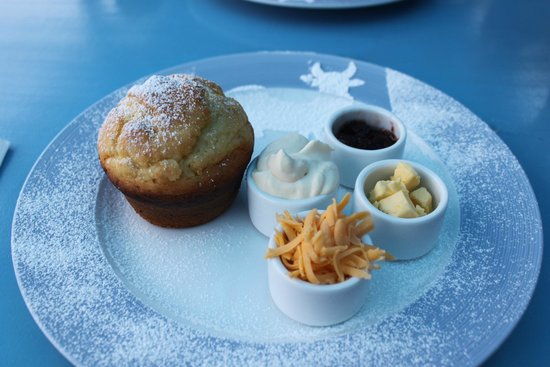 The Blue Cow: Scone with jam and cheese