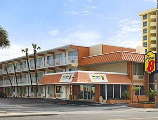 Super 8 Daytona Beach Oceanfront: Welcome to the Daytona Beach Oceanfront