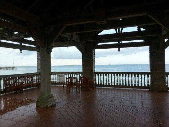 The Reach Key West, A Waldorf Astoria Resort: Overlooking ocean