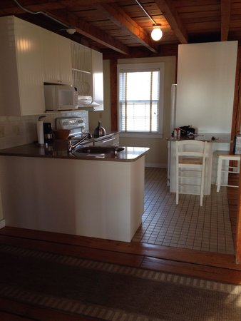 Forty 1⁰ North : Kitchen of Seabreeze cottage