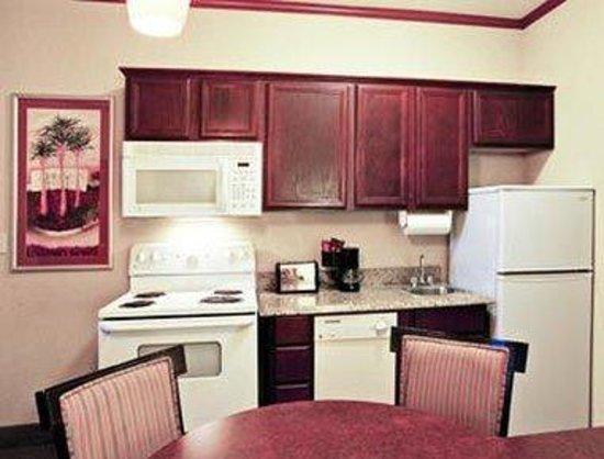 Hawthorn Suites by Wyndham Corpus Christi Padre IS : Kitchen