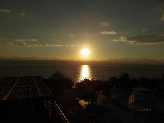Jordan Valley Marriott Resort & Spa: Sunset over The Dead Sea from the balcony