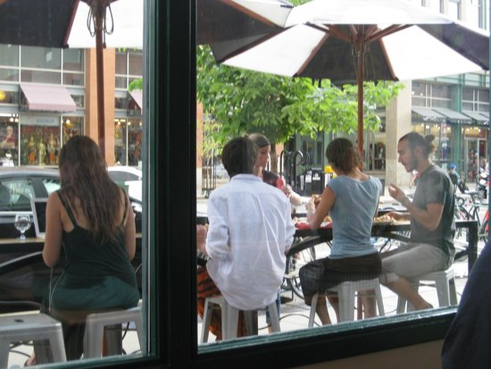 Mountain Sun Pub and Brewery: sidewalk dining-drinking area