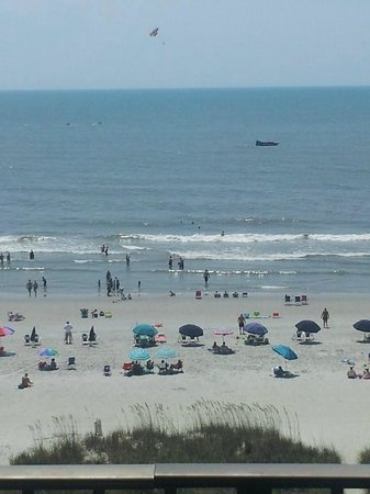 Econo Lodge Inn & Suites Beach: standing on beach front