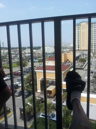 Econo Lodge Inn & Suites Beach: view from the balcony