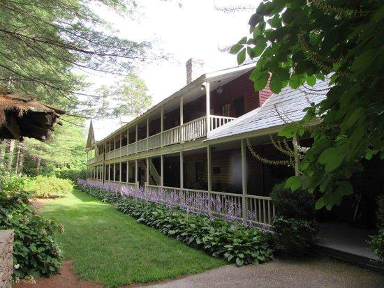 Glen-Ella Springs Inn: Front of inn