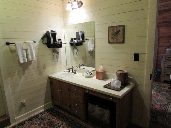Glen-Ella Springs Inn: 3 room Suite - bathroom vanity area