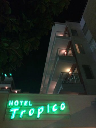Hotel Tropico Playa: Outside hotel