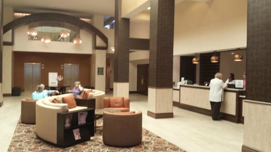 DoubleTree by Hilton Hotel Norfolk Airport: lobby