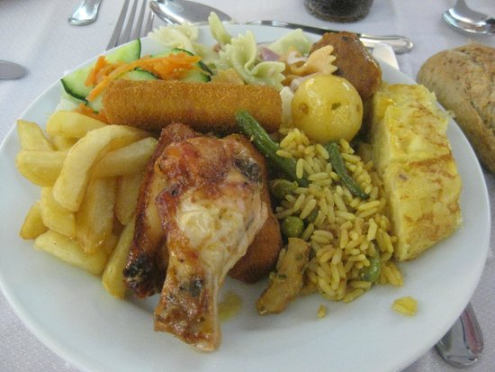 Hotel Tropico Playa: First dinner
