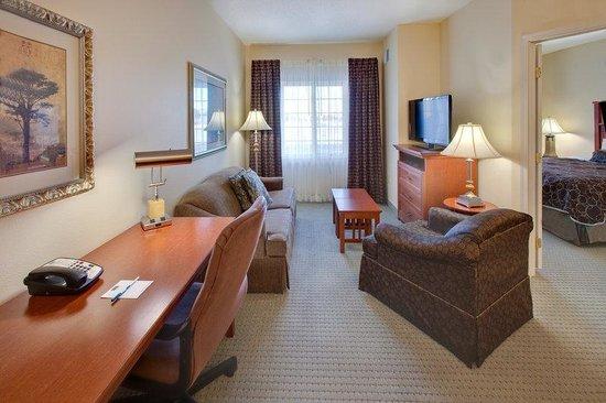 Staybridge Suites Fargo: Guest Room