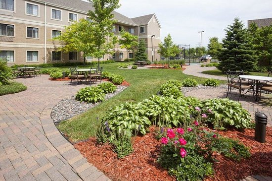 Staybridge Suites Minneapolis Maple Grove: Whether you want to grill or just relax, our patio is perfect!