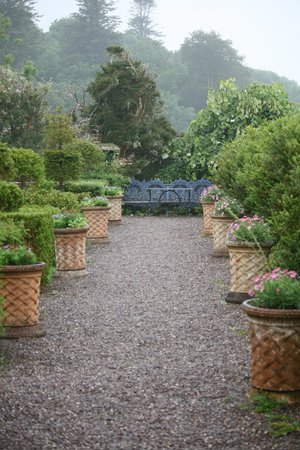 Bantry House & Garden: Bantry House - yet another pathway