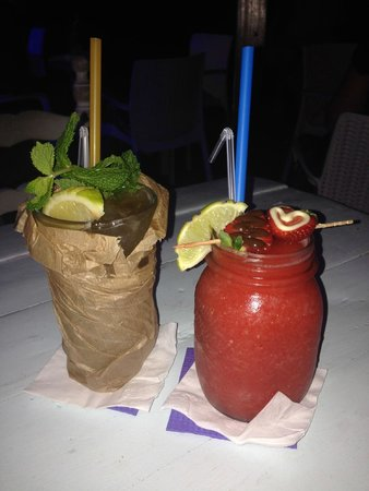 Agua Tiki Bar: Long Island Ice Tea and Strawberry Daiquiri. Amazing.
