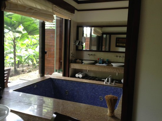 Tabacon Thermal Resort & Spa: my room Rainforest suite