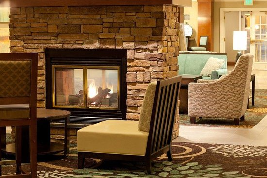 Staybridge Suites Atlanta Buckhead: Lobby Fireplace
