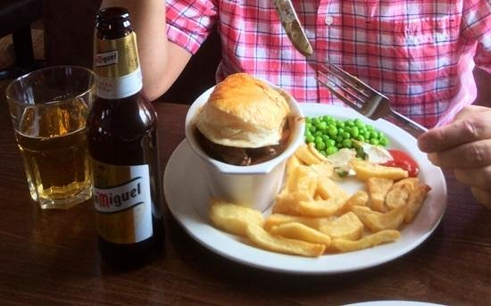Dee Side Bistro : steak pie with plenty of lean meat and vegetables in a rich gravy