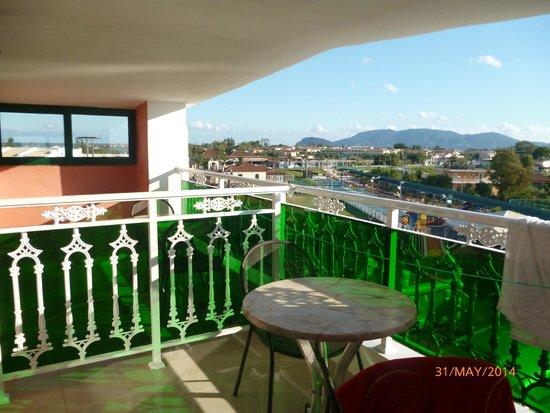 Carreta Beach Holiday Village: balcony of room