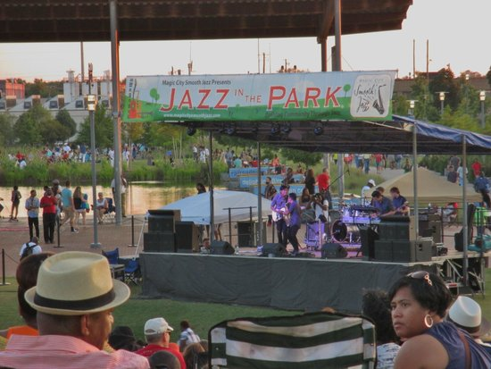Birmingham's Railroad Park: Stage at Railroad park