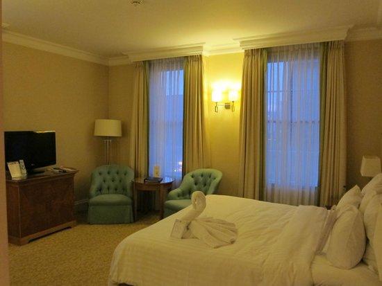 Birmingham Marriott Hotel: Room facing Five Ways Turnabout