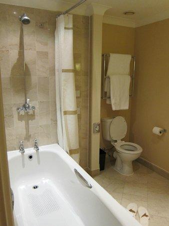 Birmingham Marriott Hotel: Nice bathroom