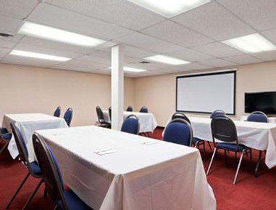 Super 8 Lethbridge: Meeting Room
