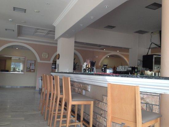 Odysseus Hotel: Bar / Lobby