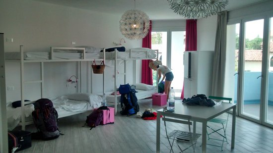 Meet Gardalake Hostel : 8 bed dorm