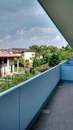 Meet Gardalake Hostel : Balcony
