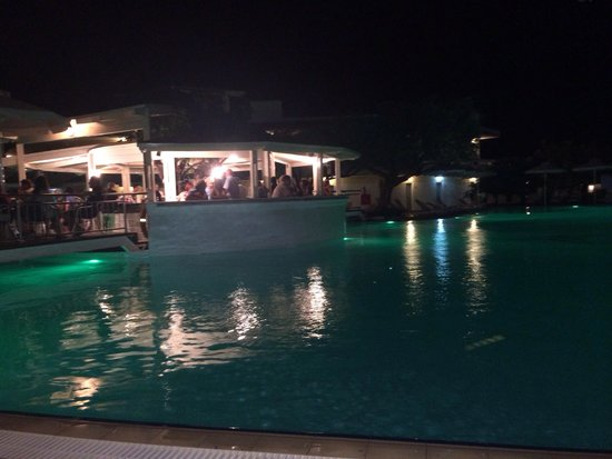 Lydia Maris Resort & Spa: The pool and bar