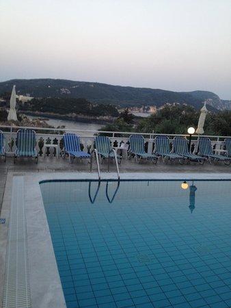 Odysseus Hotel: Ausblick Poolbereich