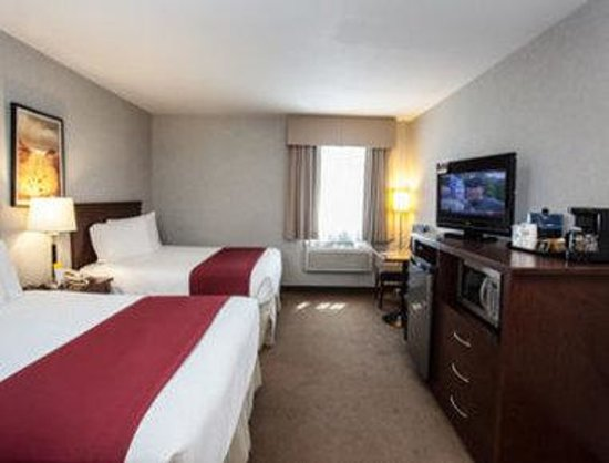 Days Inn & Suites Revelstoke : Two Queen Bed Room
