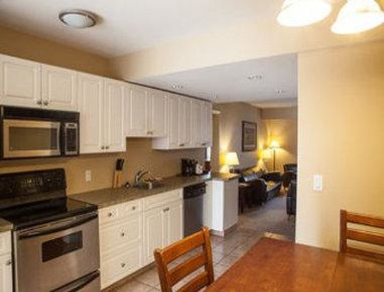 Days Inn & Suites Revelstoke : Family Suite