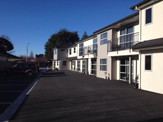 Ellena Court Motel: photo of rooms