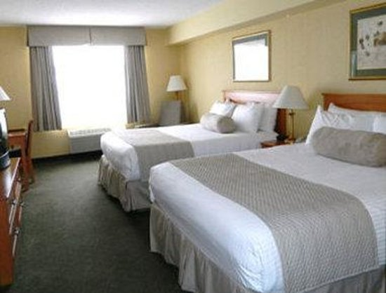 Days Inn - Orillia: Guest Room with 2 Queen Beds