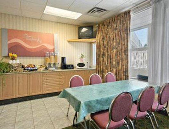 Days Inn & Conference Centre - Penticton : Breakfast Area